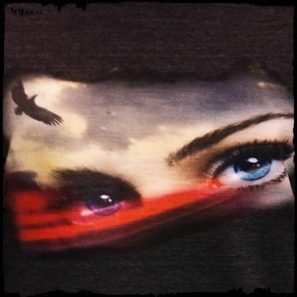 koszulka patriotyczna, damska - oczy polki, szara c. detal